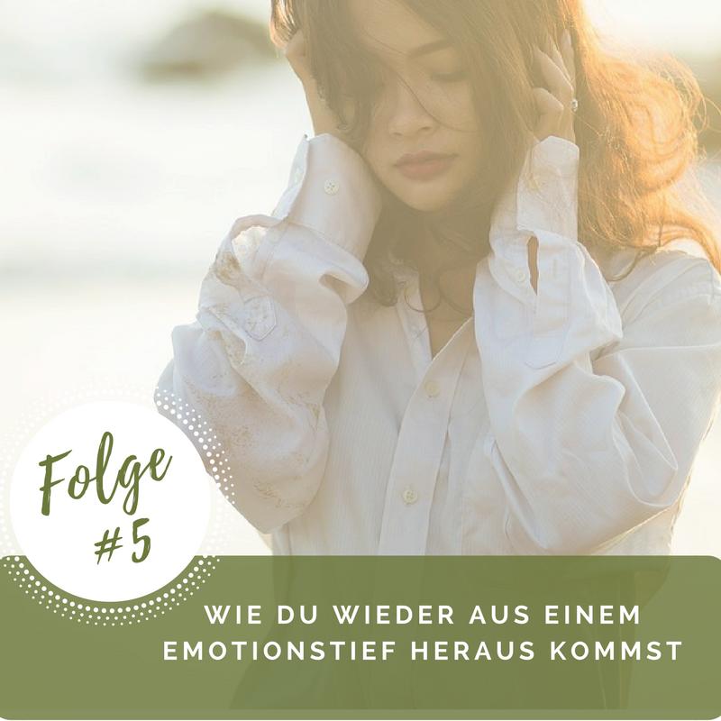 Kennst du es auch, dass dich mit einem Mal die Emotionen packen? Du fühlst dich durch eine Situation in negativen Gefühlen gefangen oder wachst gleich am Morgen schon mit einem Stimmungstief auf? Du möchtest unbedingt positiv denken und aus diesen Gedanken und Emotionen kommen, aber du scheinst darin gefangen zu sein? Dann höre dir unbedingt diese Folge des Podcasts an! :) Du kannst dieser Folge aber auch wertvolle Informationen entnehmen, wenn es dir gerade super geht, du diese Phasen in deinem Leben aber auch kennst, so dass du direkt gewappnet bist für den Fall, dass dich eine solche Emotionswelle erwischt.